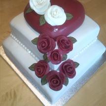 Hochzeitstorte klassisch mit Rosen aus Fondant